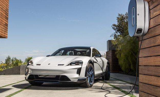 Porsche влиза в електрическата ера с новия Taycan