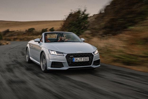Audi показа актуализирания спортен автомобил TT