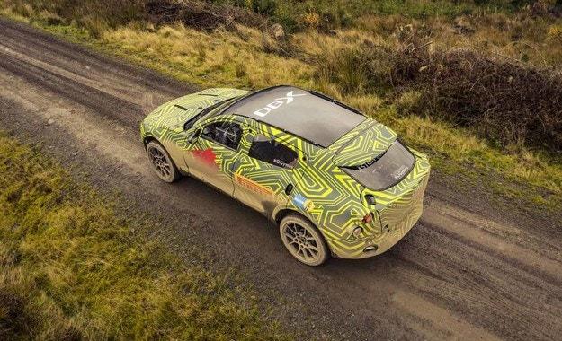 Кросоувърът Aston Martin ще има и хибрид