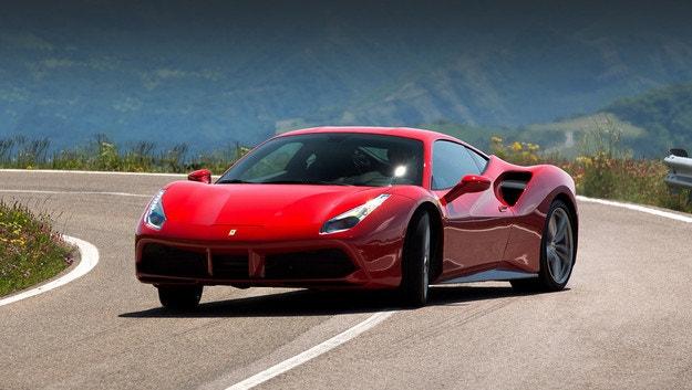 Осемцилиндров хибрид Ferrari дебютира тази година