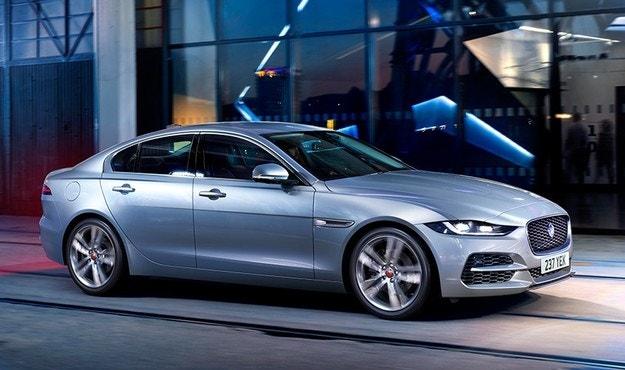 Jaguar представи обновения XE