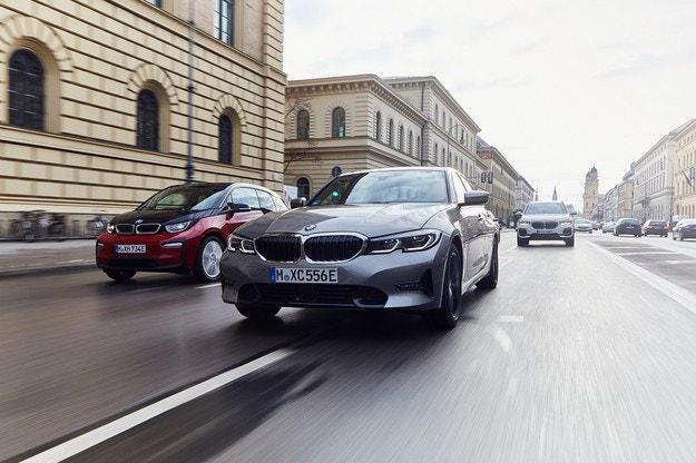 BMW развива електрификацията на портфолиото
