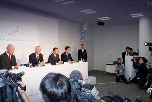 Отсега нататък всички дейности на алианса Renault-Nissan-Mitsubishi ще бъдат контролирани от нов орган – управляващ борд (operating board). Той включва шефовете на компаниите: Тиери Болоре (Renault), Хирото Саикава (Nissan) и Осаму Масуко (Mitsubushi