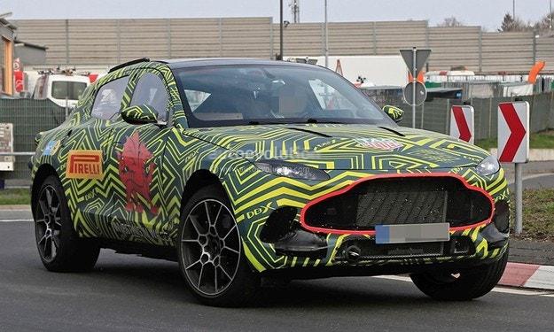 Тестват кросоувъра Aston Martin на Нюрбургринг