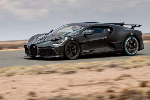 Заснеха Bugatti Divo по време на тестове