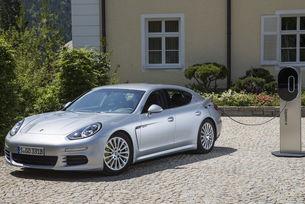 Porsche празнува 10 години Panamera