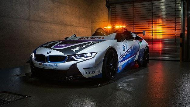 BMW i8 Roadster - кола за безопасност на Formula E