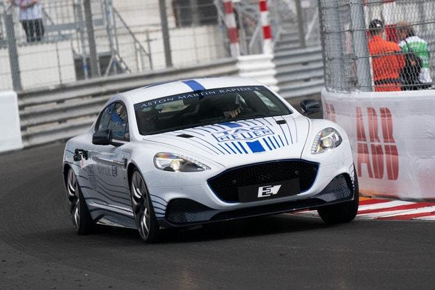 Aston Martin Rapide E: Динамичен дебют в Монако
