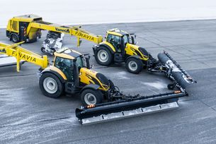 Как почистват автономно снега на самолетна писта