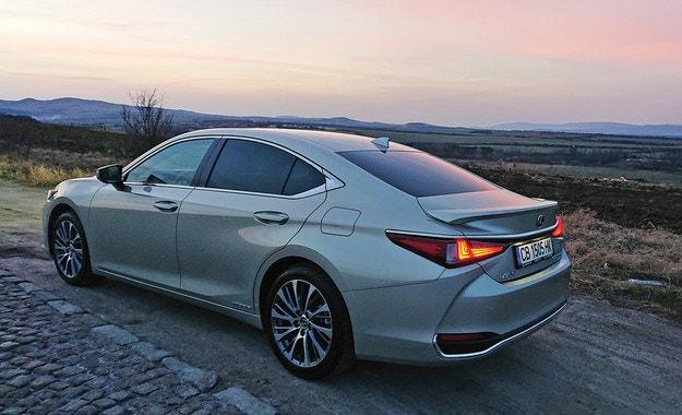 Lexus ES 300h: Тихата стъпка