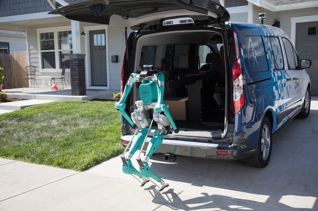 Ford показа робот куриер