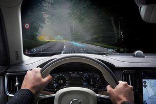 Volvo Cars и Varjo пускат първото в света приложение