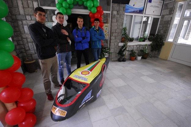 Учениците от Чепеларе с нов електромобил