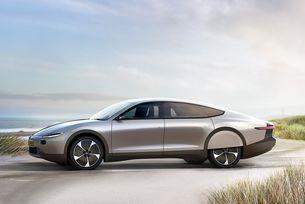 Холандци показаха автомобил със слънчеви батерии