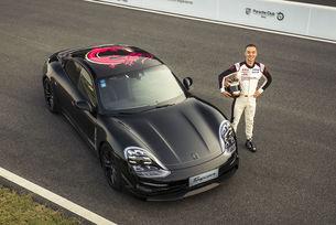 Прототипът на Porsche Taycan тръгна на турне