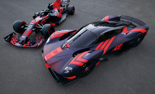 Aston Martin показа хиперавтомобила Valkryie на писта