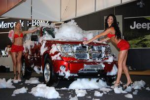 Нови автомобили и красиви българки