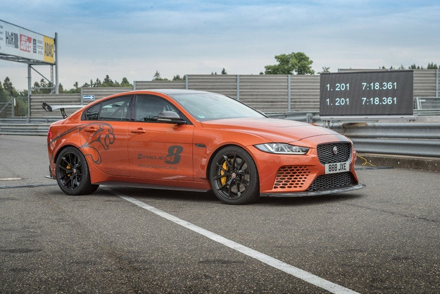 Jaguar XE SV Project 8 подобри собствения си рекорд