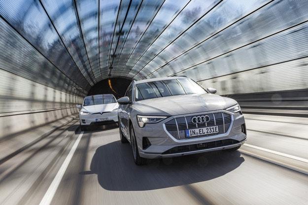 Audi e-tron срещу Tesla Model X