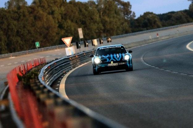 Porsche Taycan измина 3,4 хил. км за денонощие