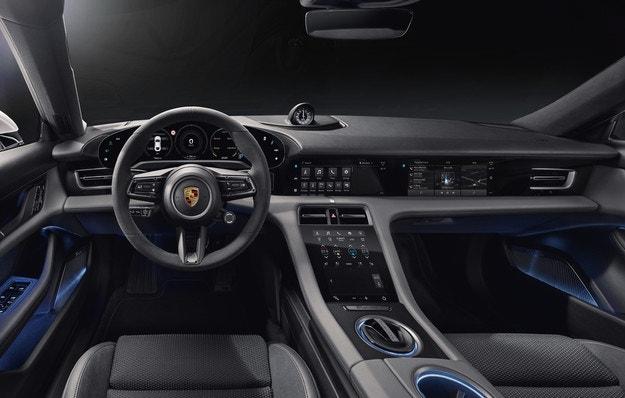 Porsche разкри изцяло салона на първия електромобил
