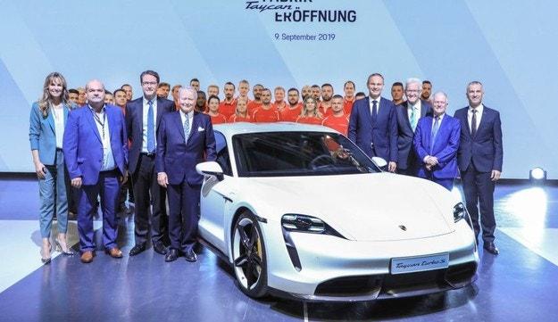 Стартира производството на Porsche Taycan