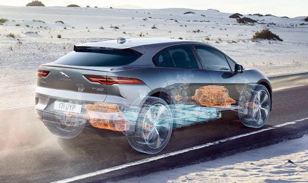 Новият Jaguar XJ се промъкна на дебюта на Defender