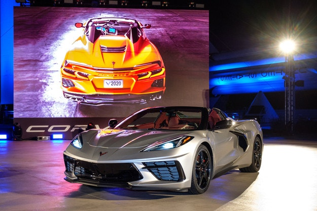 Chevrolet Corvette получава електрически покрив