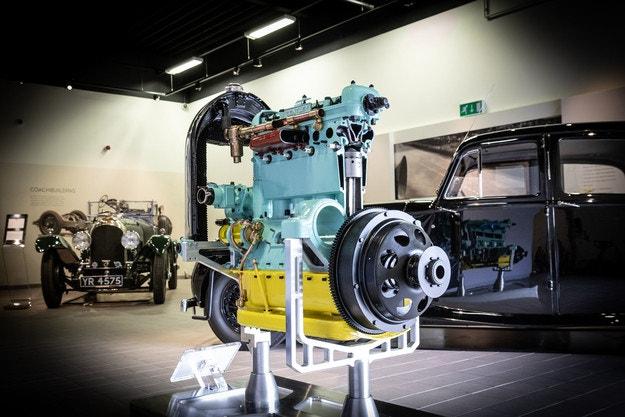 В Bentley реставрираха исторически двигател