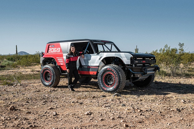 Ford представи състезателна версия на новия Bronco