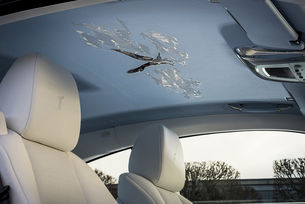 Rolls-Royce представи Wraith с бродиран сокол