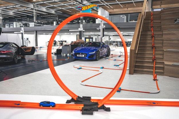 Hot Wheels приветства новия Jaguar F-Type