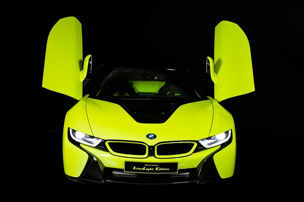"BMW i8 Roadster LimeLight Edition се ""облече"" в Алкантара"