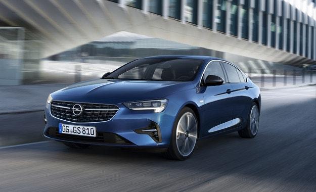 Новият Opel Insignia с IntelliLux LED® Pixel Light