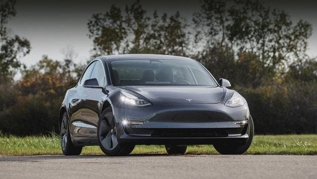 Tesla Model 3 стана по-мощен с нов софтуер