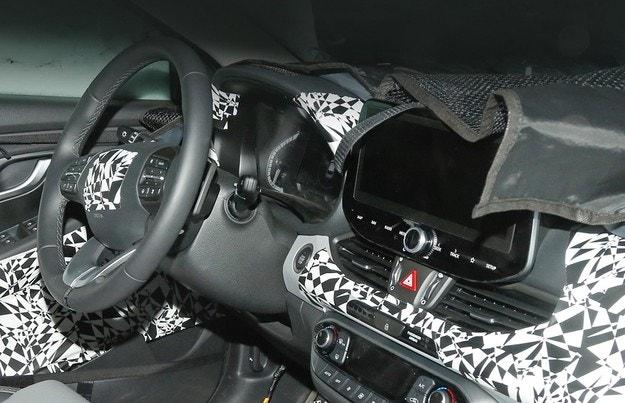 Hyundai i30 показва леко модифициран интериор
