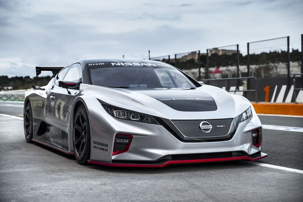 Nissan LEAF Nismo RC стъпи на пистата в Испания