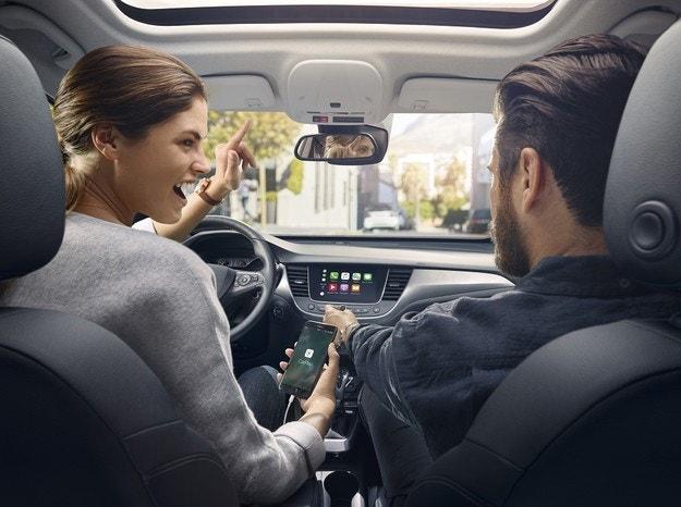 Новите услуги OpelConnect вече са на разположение