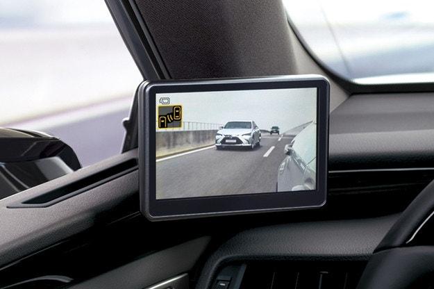 Lexus интегрира цифрови огледала в модела ES 300h