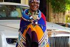 Южноафриканката д-р Естер Махлангу рисува за Rolls-Royce