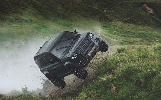 Вижте на какво е способен новият Land Rover Defender