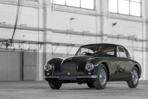 Aston Martin празнува 70 години от модела Vantage