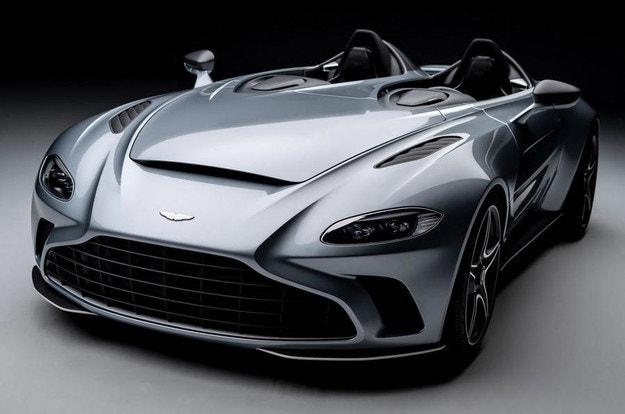Aston Martin показа модел без предно стъкло и покрив
