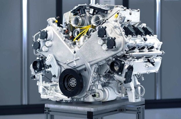 Aston Martin обяви нов V6 двигател