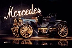 Mercedes-Benz чества 120 години от първия Mercedes