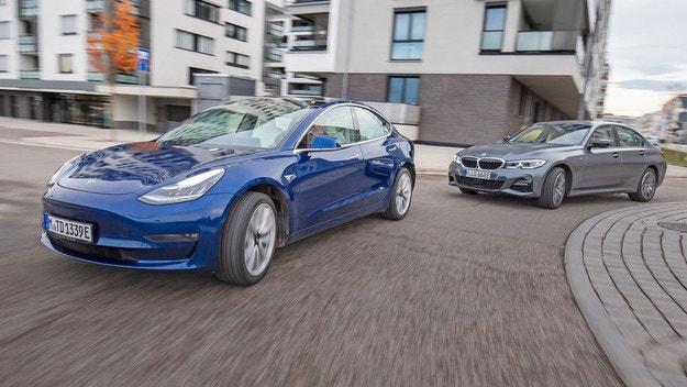 BMW 330e срещу Tesla 3