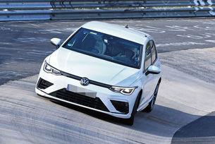 Volkswagen тестват новия Golf R на Нюрбургринг