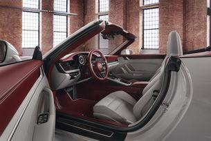 Салонът на Porsche 911 с нови решения