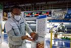Автомобилните заводи се завръщат на работа