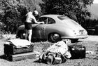 70 години Porsche предава автомобили от завода